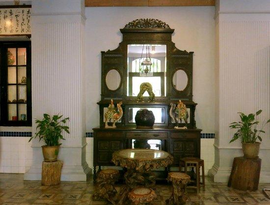 Hotel Puri: Some old furniture