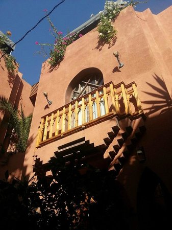 Riad Amira Victoria: Our room with a small balcony