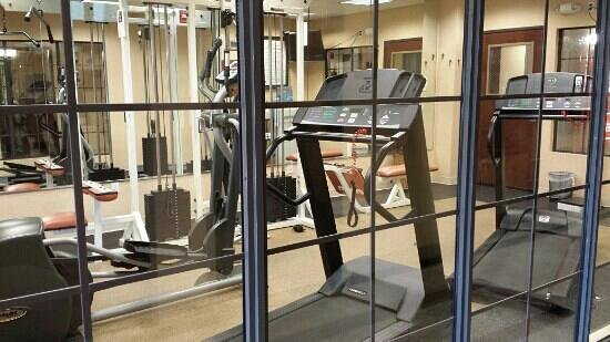 Holiday Inn Express & Suites Houston East: Workout room