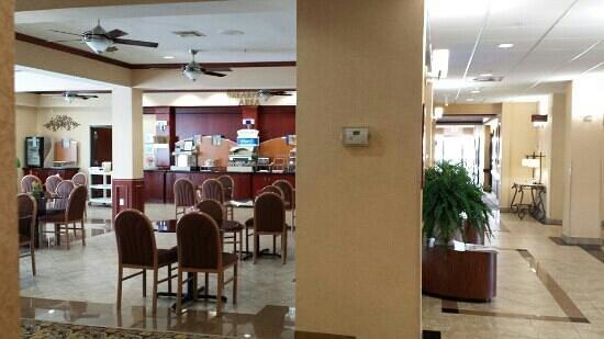 Holiday Inn Express & Suites Houston East: Breakfast area