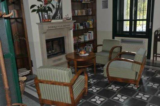 Hotel Dobra Vila Bovec: Un des salons de lecture