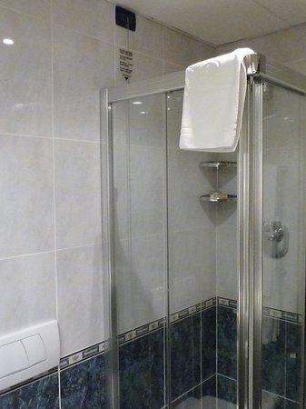 Pacific Hotel Fortino: faute de bain, la douche