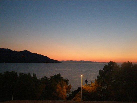 Hotel Paradiso: Al tramonto guardando Marciana...