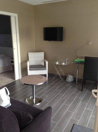 Auberge Bienvenue : Coin salon de la suite
