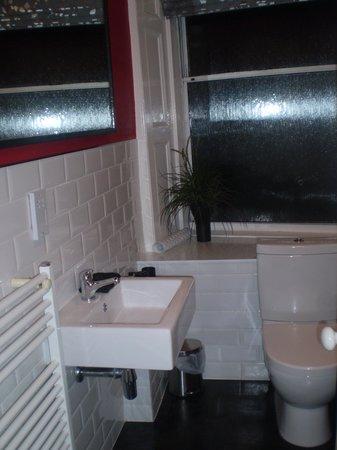 Martin's Guest House: Badezimmer