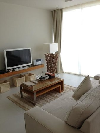 Lanna Samui: living room of 1bed suite