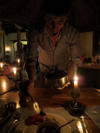 Ladakh Sarai: Sit down dinner, we were served, different menu each night- India, Italian, Chinese, Mexican,...