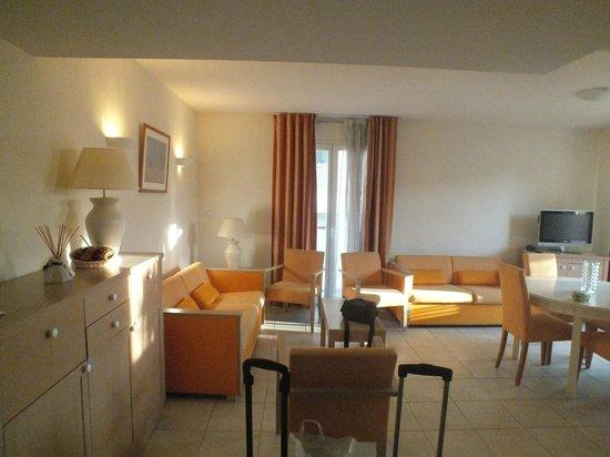 Excelsuites Hotel - Residence : Гостиная