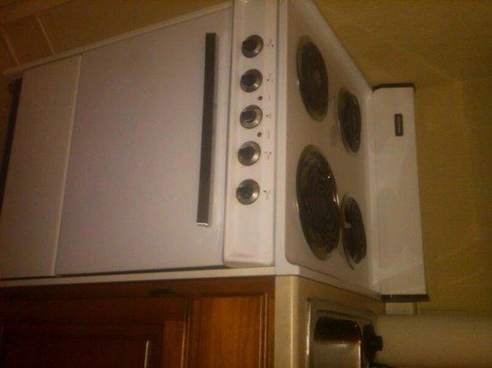 Holiday Inn & Suites Milwaukee Airport : 70's era stove
