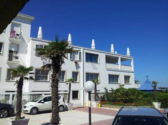 Hotel Promenade Universale : Dal parcheggio