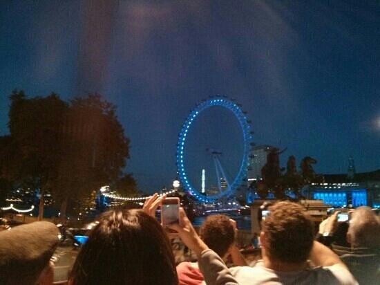 See London By Night: london eye