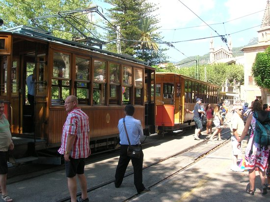 Baulo Mar Apartaments: Tram at Port Soller