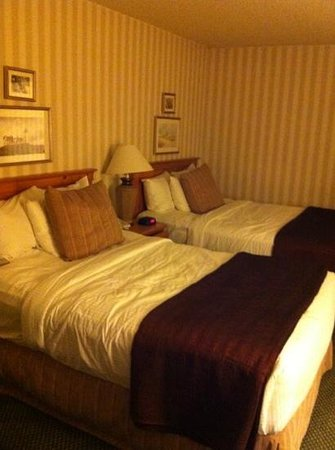 Red Lion Hotel Bellevue: Cute hotel room with double beds at the Red Lion in Bellevue