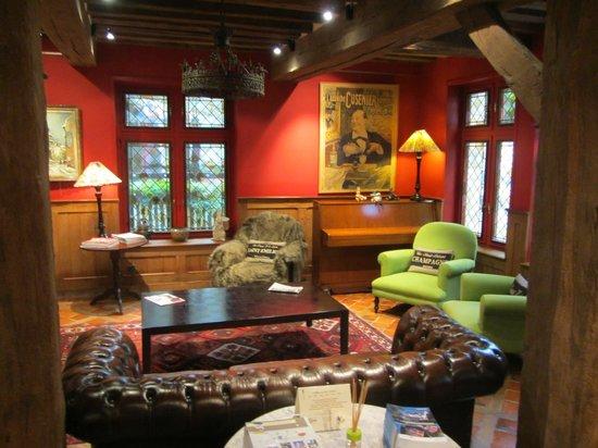 L'Absinthe Hotel: Lobby main buidling