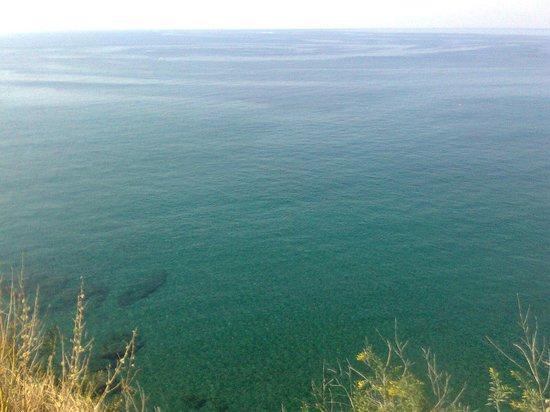 Hotel Villa Bina: Il mare della spiaggia di Cava Grado