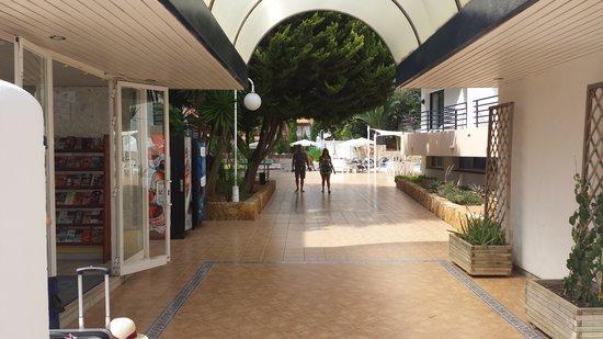 Hotel Club La Noria: entrance
