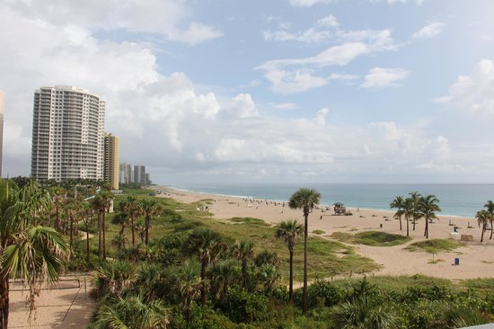 Palm Beach Shores Resort and Vacation Villas: Balcony View