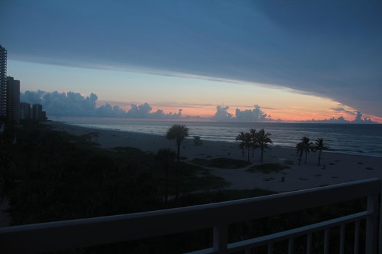 Palm Beach Shores Resort and Vacation Villas: View of the sunrise in our suite