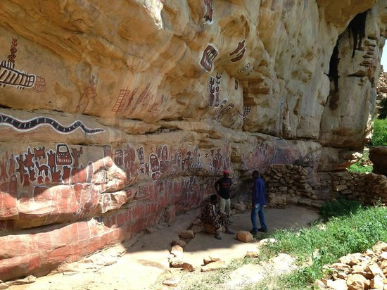 Mopti, Malí: Songho est reconnu pour ses peintures rupestres. Ici le lieu sacré de circoncision des garçons