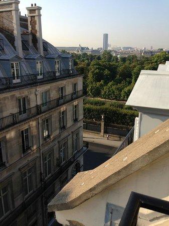 Hotel Mayfair Paris: View from 6th floor Jr Suite towards Jardin Des Tulieries