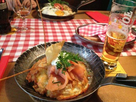 Gasthaus zum Sternen: Gourmet roesti with smoked salmon