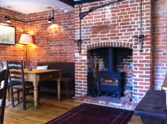 The King's Head: Lovely fireplace
