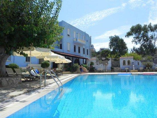 Giorgi's Blue Apartments : Blick vom Pool