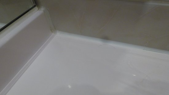 Ramada Plaza Liege City Center: bathroom corners