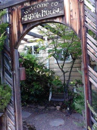Arbor House International Restaurant: Entrance To Garden And Restaurant
