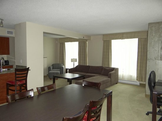 Embassy Suites by Hilton Montreal : Embassy Suites Old Vieux Montreal Room 814 Views
