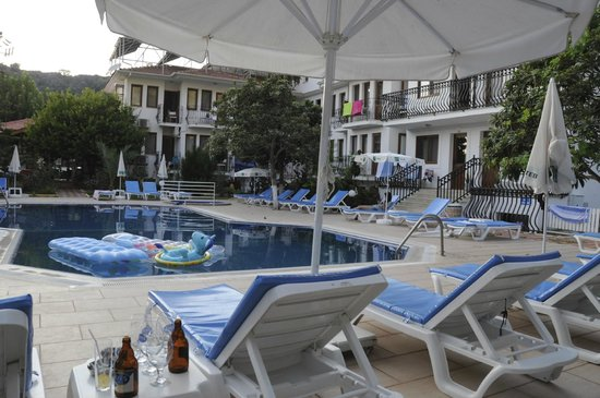 Unsal Hotel : Pool area and hotel