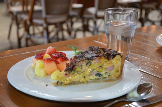 Costeaux French Bakery: Quiche!