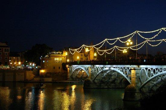 Monte Triana Hotel : Pont Triana