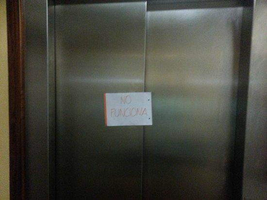 Empòrium: Ascenseur en panne le matin !
