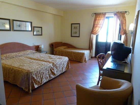 FH Tonnara Di Bonagia Resort: Grande chambre spacieuse