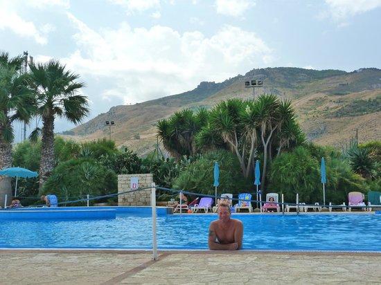 FH Tonnara Di Bonagia Resort: Piscine avec vue sur Erice