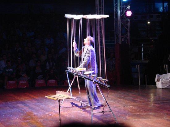 Benidorm Circus: platos malabares