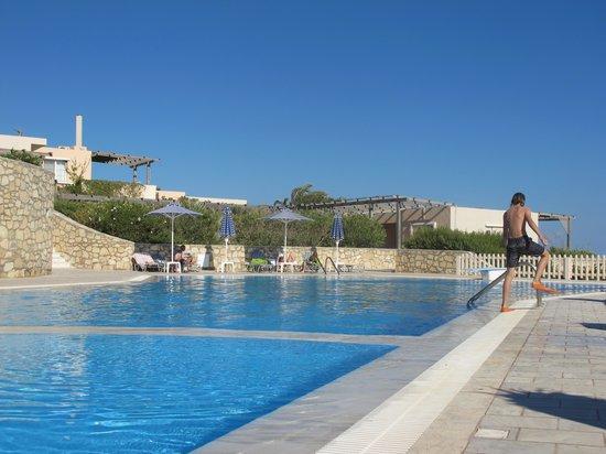 Nicolas Apartments: the pool