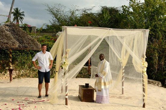 ZanziResort: Wedding on the beach organized by Zanzi resort