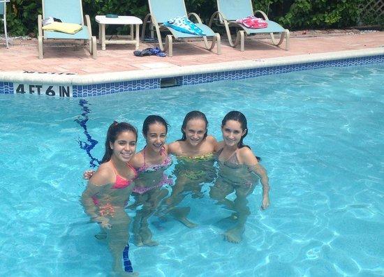Anna Maria Motel & Resort Apartments: Birthday Girls!!