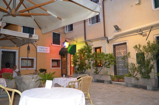 Hotel do Pozzi: Courtyard and entrance to Hotel