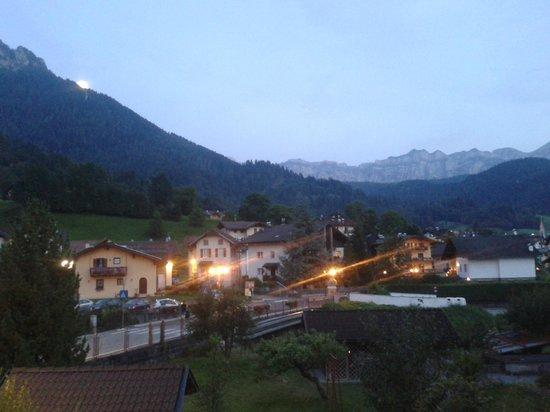 Hotel Tre Ponti : Vista panoramica dalla camera di sera