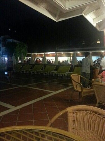 Alize Hotel: One side of the pool area at night