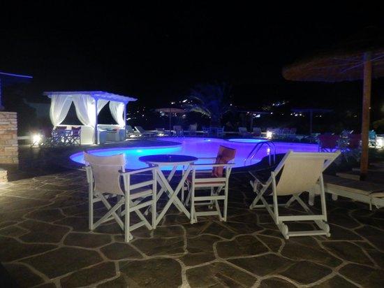 Island House Hotel Studios Apartments : de nuit