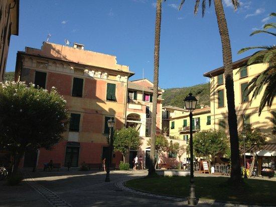 Villa Margherita by the Sea : Bonassola centre