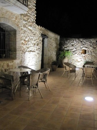 Hostal La Panavera: Welcome back in the evening