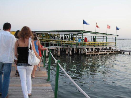 Hostal La Panavera: Floating restaurant / nice day trip