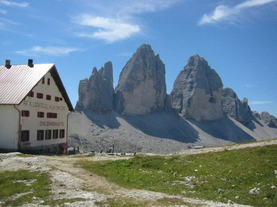 Auronzo di Cadore, Italy: le Tre cime e il Rifugio Locatelli
