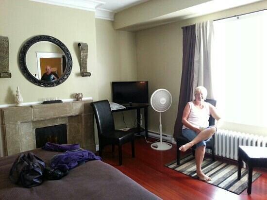 Duckworth Hotel: King Room