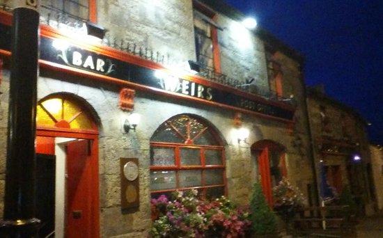 Weirs Bar and Restaurant : Weirs@Nite
